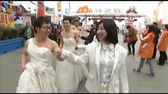 Cross-dressing marriage proposal stunt in China