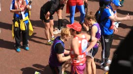 Marriage proposal at the London Marathon