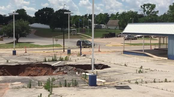 Giant sinkhole opens up in Oklahoma, US