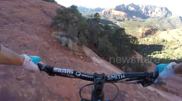 Mountain bikers brave risky trail on cliff edge in Arizona, US
