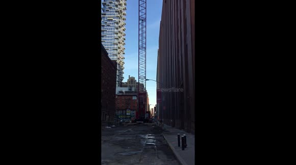 Look at huge NYC crane before it collapsed