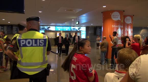 Rooney-less Manchester United arrive in Stockholm