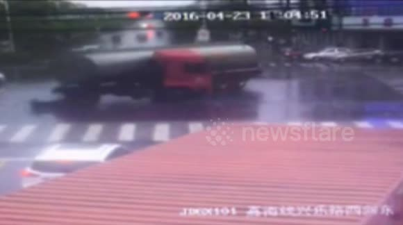 Quick reflexes save man from being crushed by tanker