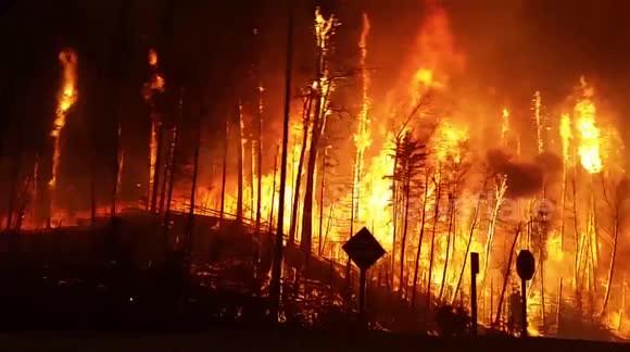Wildfire forces residents to evacuate Fort McMurray, Canada