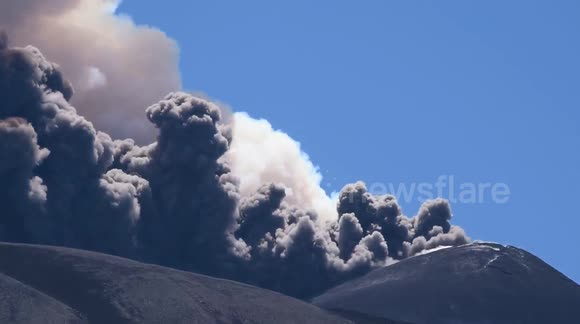Spectacular Mount Etna eruption