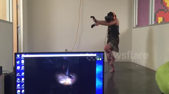 Woman freaks out while playing zombie VR game