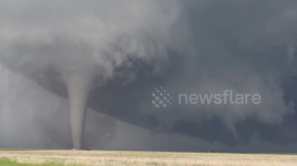 'Twin' tornadoes spotted in Kansas