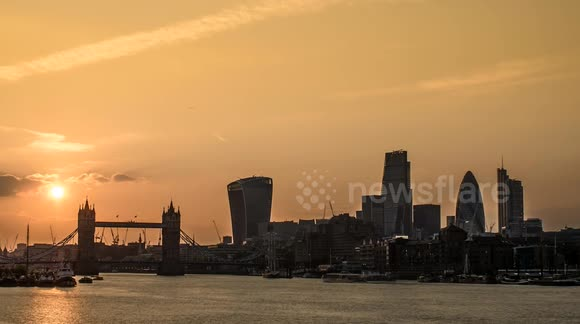 Awesome time-lapse of sunset in London, UK