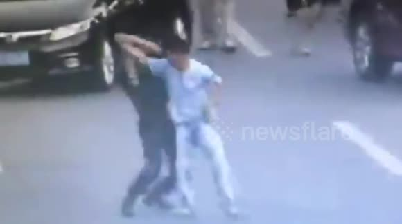 Police officer takes down knife-wielding man with martial arts throw