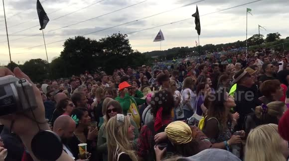 Fans pay tribute to David Bowie at Glastonbury