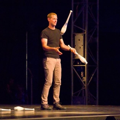 Newsflare - 1,000 jugglers meet in the Azores for the larges
