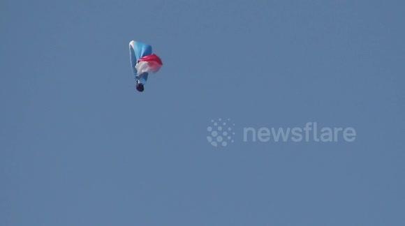 Newsflare - Paragliding parachute crash