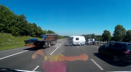 Newsflare - Caravan travelling wrong way down M40 causes major crash