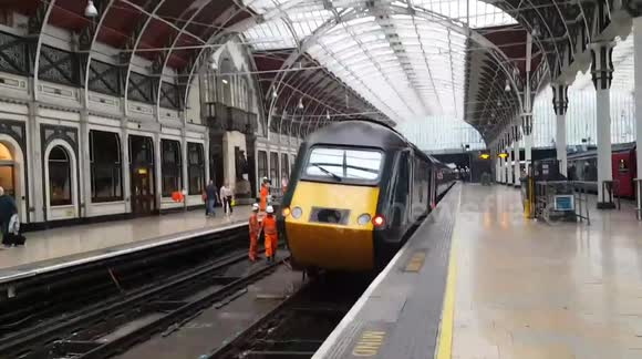 Newsflare - Train derails as it departs Paddington station in London