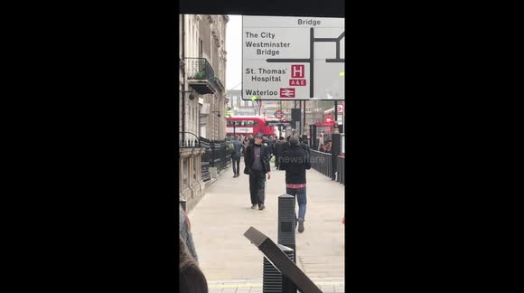 Newsflare - Man walking backwards in London for no apparent