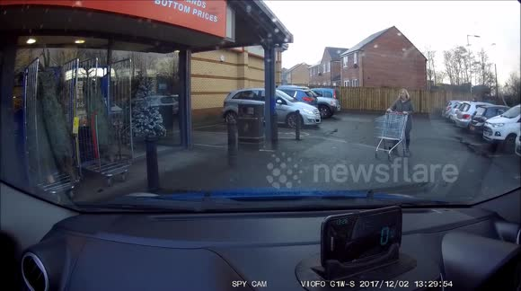 Newsflare Thief Stealing In Broad Daylight From Home Bargains In Wigan