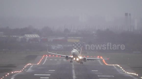Newsflare - Turkish Boeing 737 Crosswind windy Takeoff at