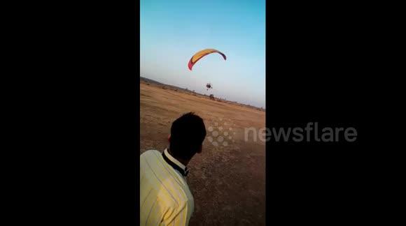 Newsflare - Terrifying moment tandem paragliding crashes