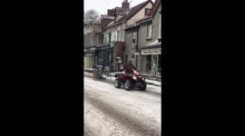 Wondrous Newsflare Man On Diy Ski Chair Gets Towed Down Somerset Download Free Architecture Designs Oxytwazosbritishbridgeorg