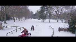 Terrific Newsflare Watch Man On Diy Ski Chair Get Towed By Quad Bike Download Free Architecture Designs Oxytwazosbritishbridgeorg