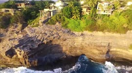 Newsflare - Daredevils cliff jump on Hawaiian paradise island