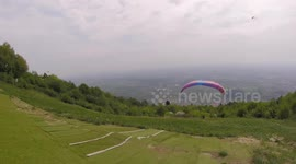 Newsflare - British paraglider has lucky escape after failing to