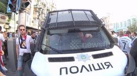 Newsflare - Dynamo Kiev supporters filmed stealing Liverpool