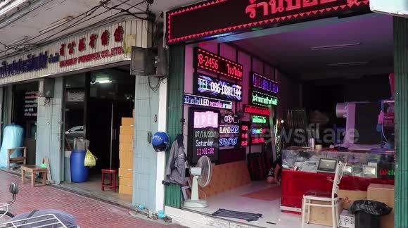 Newsflare - Walk Around Bangkok's Shop Sign Making District