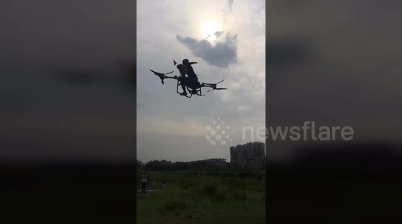 Newsflare - Inventor creates China's 'first flying scooter'