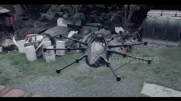 Newsflare - Inventor makes flying drone car to avoid traffic