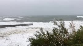 Newsflare - High tide batters Cornish coast during Storm Callum