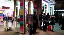 Newsflare - Dozens of Malaysian shoppers storm into Uniqlo