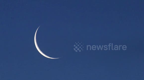 Newsflare - PLANET SATURN APPEARS BEHIND MOON AFTER OCCULTATION