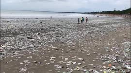 Newsflare Enormous Amounts Of Plastic Trash Washing Up On Bali