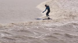 Newsflare Uk Surfers Topple Off Four Star Severn Bore Wave