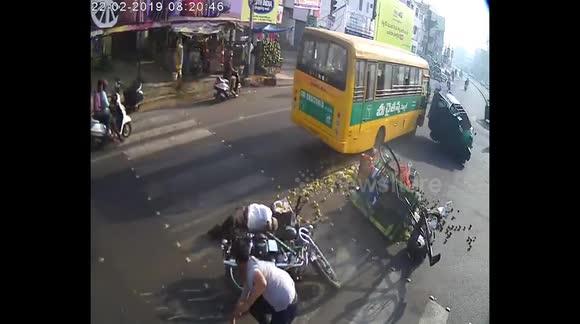 Newsflare - Shocking moment school bus goes berserk after
