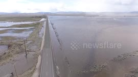 Newsflare - Crowd Gathers To Watch Flooded Highway 34 In Oregon