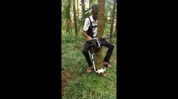 """La """"moto"""" para trepar árboles del agricultor indio Ganapathi Bhat (ING)"""