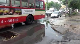 Newsflare - Flash flooding hits Thai tourist resort