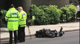 Newsflare - Aftermath of fatal crash in Kensington, London