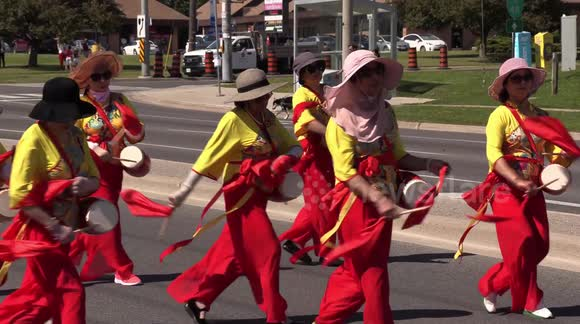 Newsflare - Canada Day parade: a small parade near Toronto unites