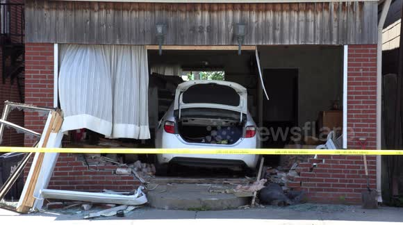 Newsflare Car Crashes Into Living Room In Toronto This Morning And