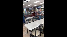 Newsflare - Short man has epic meltdown in NYC bagel shop