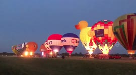 Newsflare - Lit! Hot air balloon show delights Wisconsin audience as