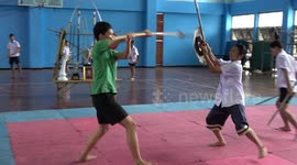 Newsflare - Thai students practice sword fighting during