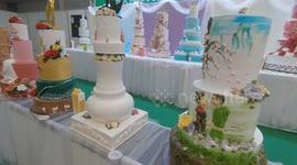 Strange Newsflare Giant Birthday And Wedding Cakes Made At Gato Cake Personalised Birthday Cards Fashionlily Jamesorg