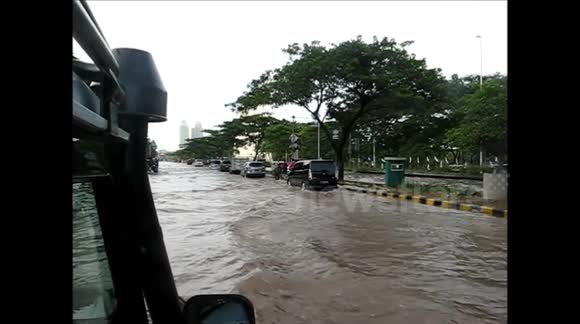 Flooding at the Kemayoran entrance to the toll road