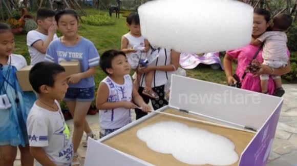 Artificial clouds made to entertain children