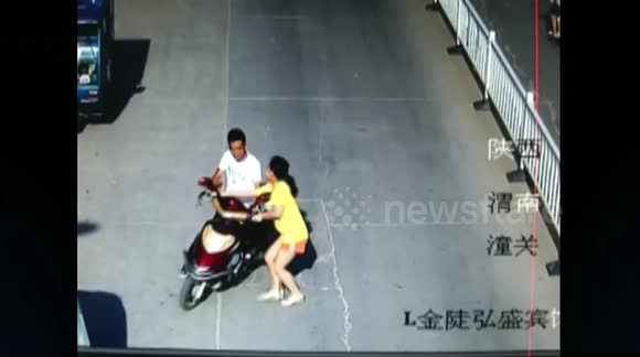 Man armed with a knife hijacks woman's scooter in China