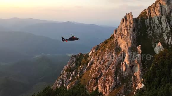 Extreme helicopter rescue on mountainside